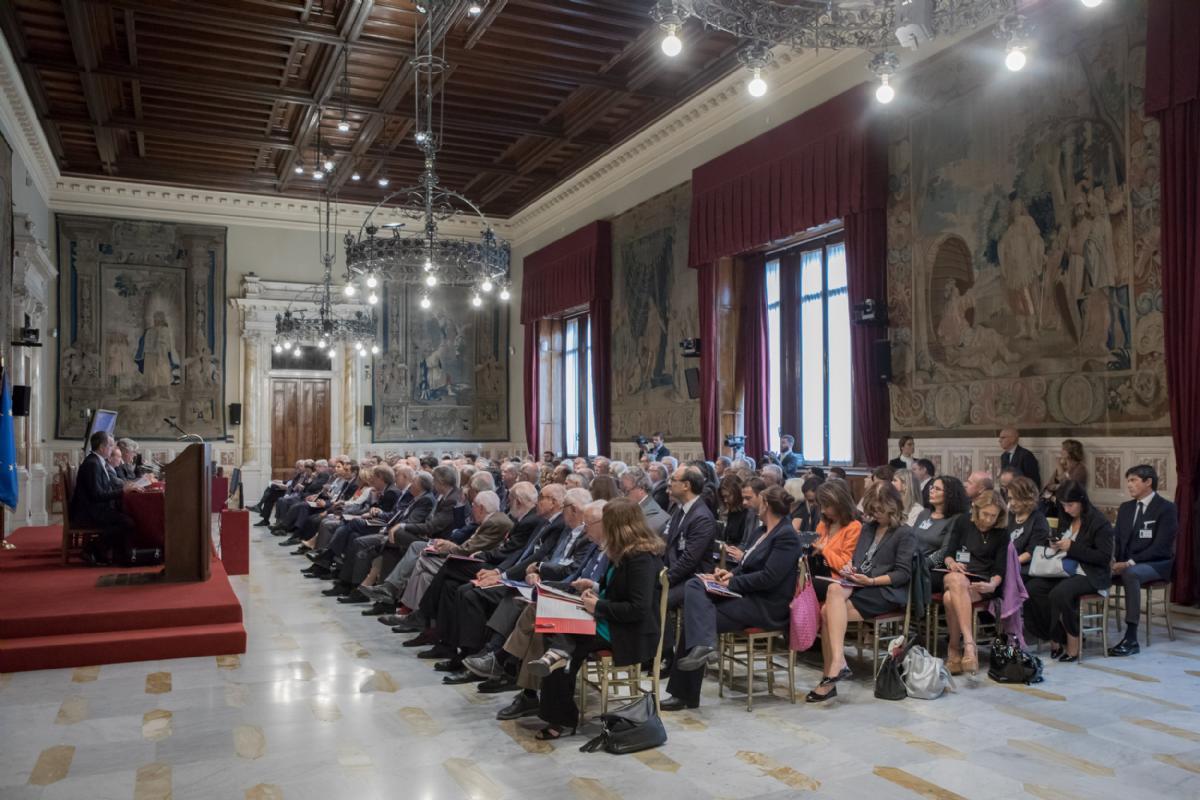 Sala della regina alla camera dei deputati onorificenza for Camera dei deputati italiana